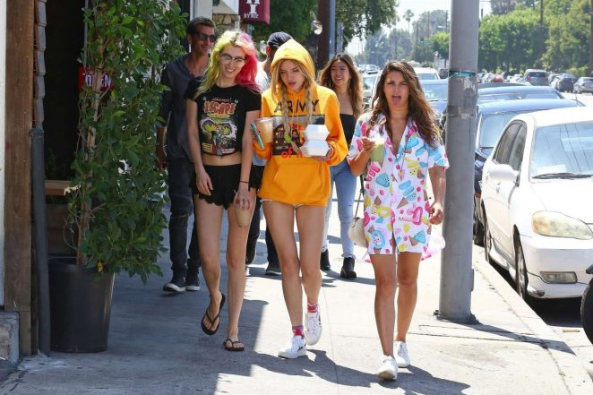 Bella and Dani Thorne out for lunch in LA -02