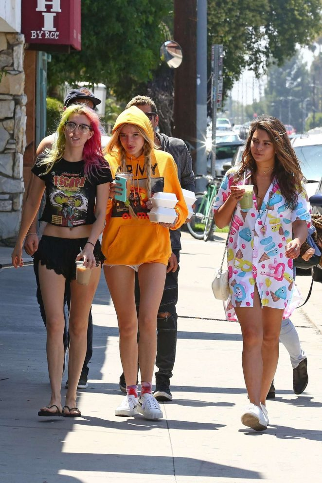Bella and Dani Thorne out for lunch in LA -13