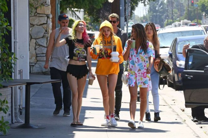 Bella and Dani Thorne out for lunch in LA -16