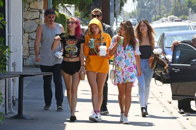 Bella and Dani Thorne out for lunch in LA -18