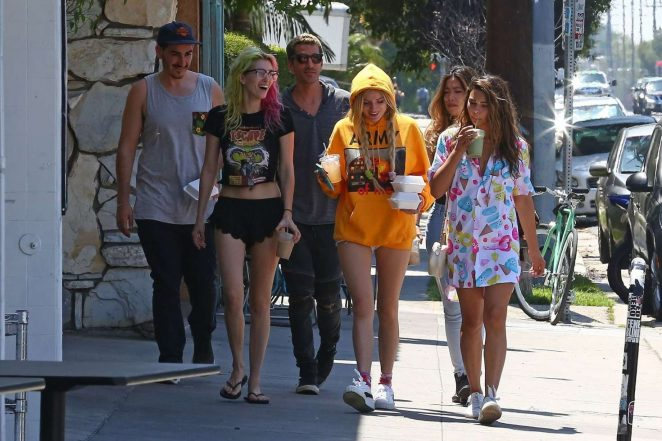 Bella and Dani Thorne out for lunch in LA -21