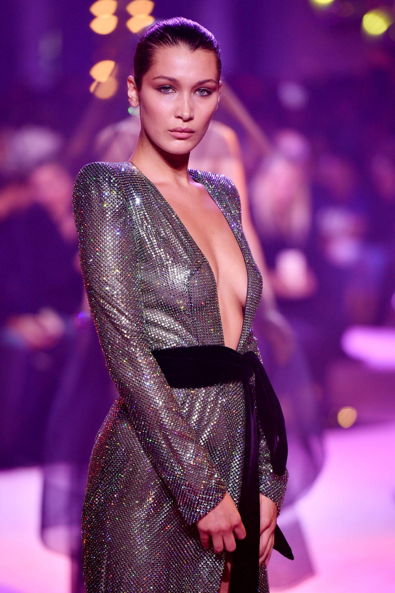 Bella Hadid Alexandre Vauthier Runway Show Fw 2017 In Paris