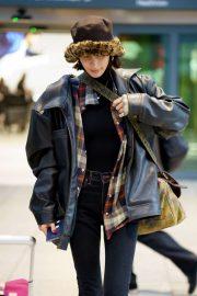 Bella Hadid - Arrives at Heathrow Airport in London