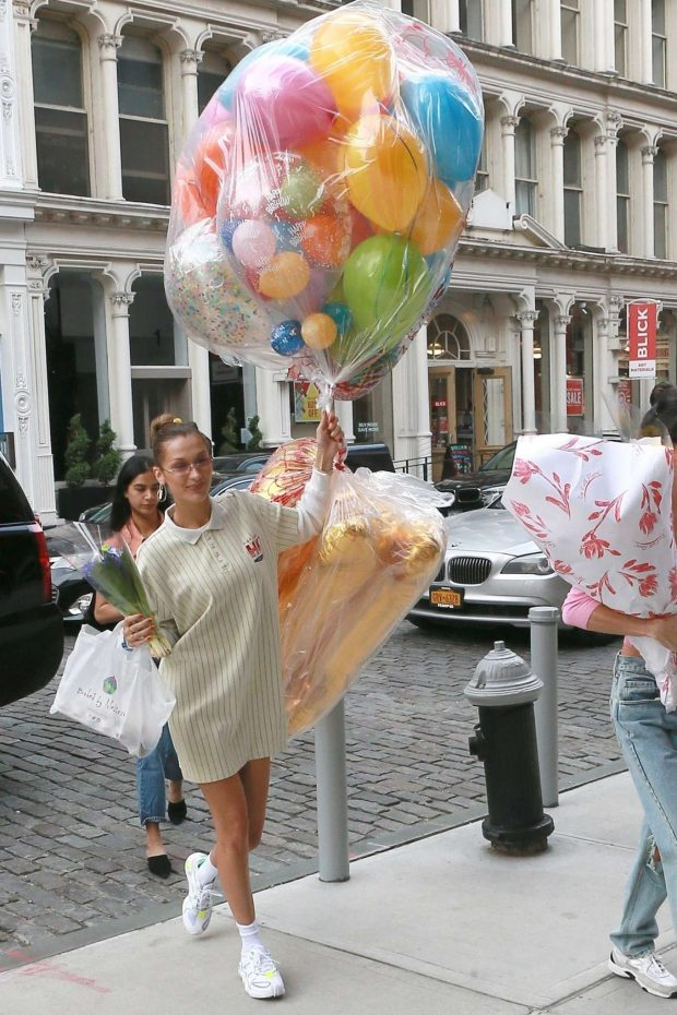 Bella Hadid: Arrives with birthday balloons -04