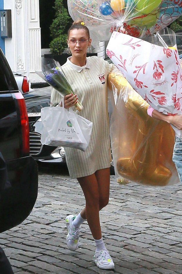 Bella Hadid: Arrives with birthday balloons -12