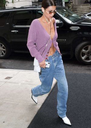 Bella Hadid - Arriving at her apartment in New York City