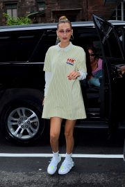 Bella Hadid - Head to Gigi's Home in New York