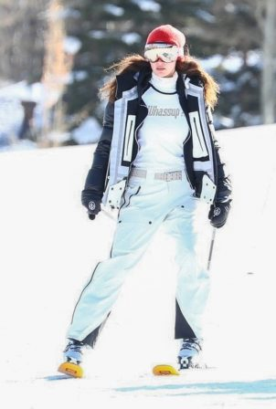 Bella Hadid - Hits the slopes in Aspen