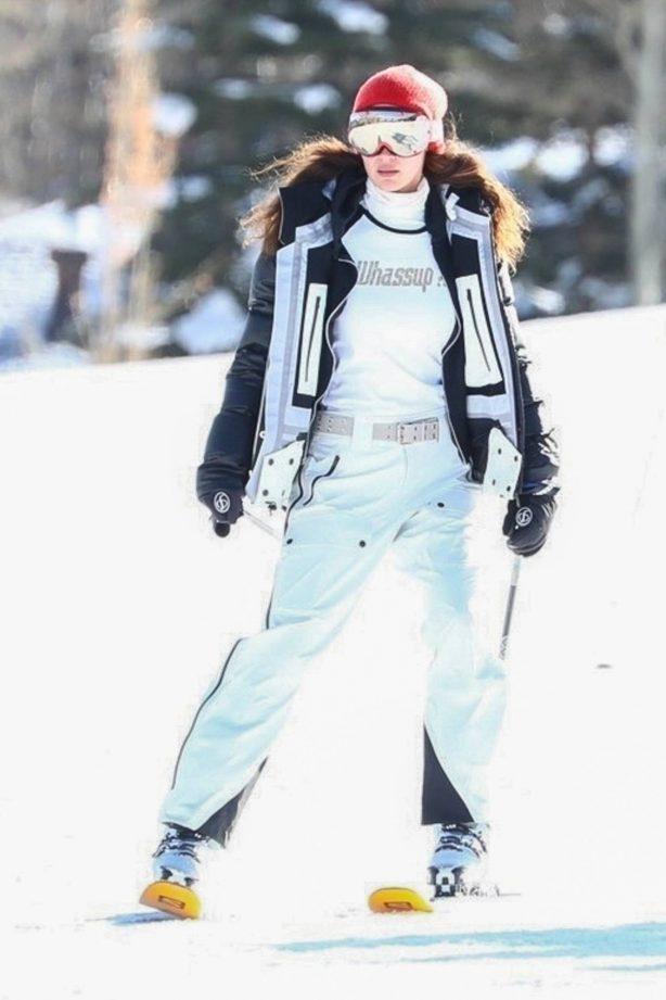 Bella Hadid - Hits the slopes in Aspen