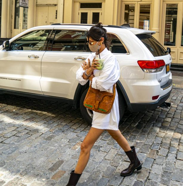 Bella Hadid - Seen arriving at her Apartment