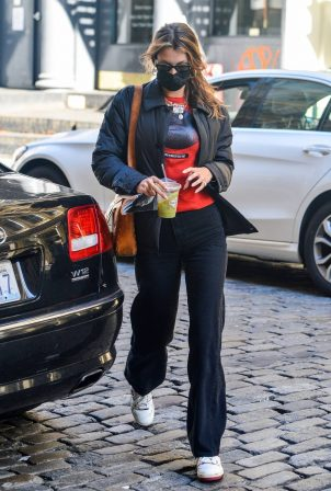Bella Hadid - seen arriving back home in New York