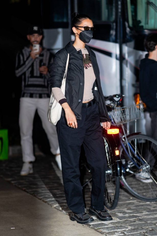 Bella Hadid - Steps out in Brooklyn with friends