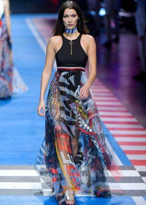 082c3bbdf Bella Hadid – Tommy Hilfiger Show Runway 2018 in Milan – GotCeleb