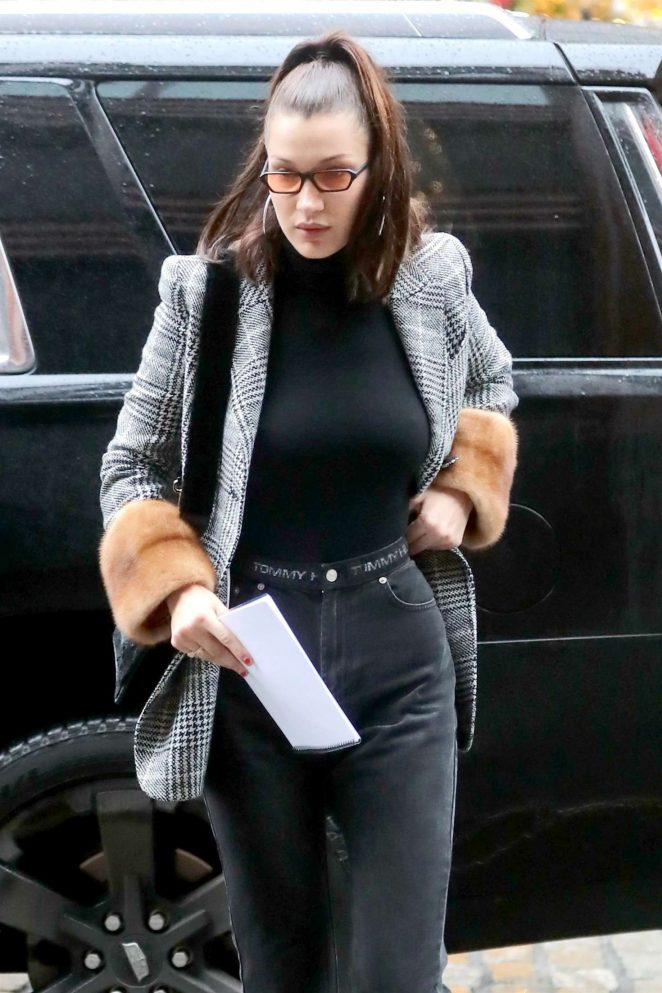 Bella Hadid - Visits her sister Gigi apartment in NYC