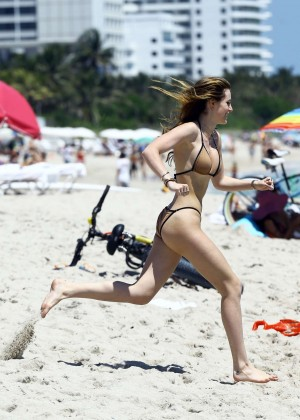Bella Thorne and Dani Thorne: Hot in a Bikini on the beach in Miami-12