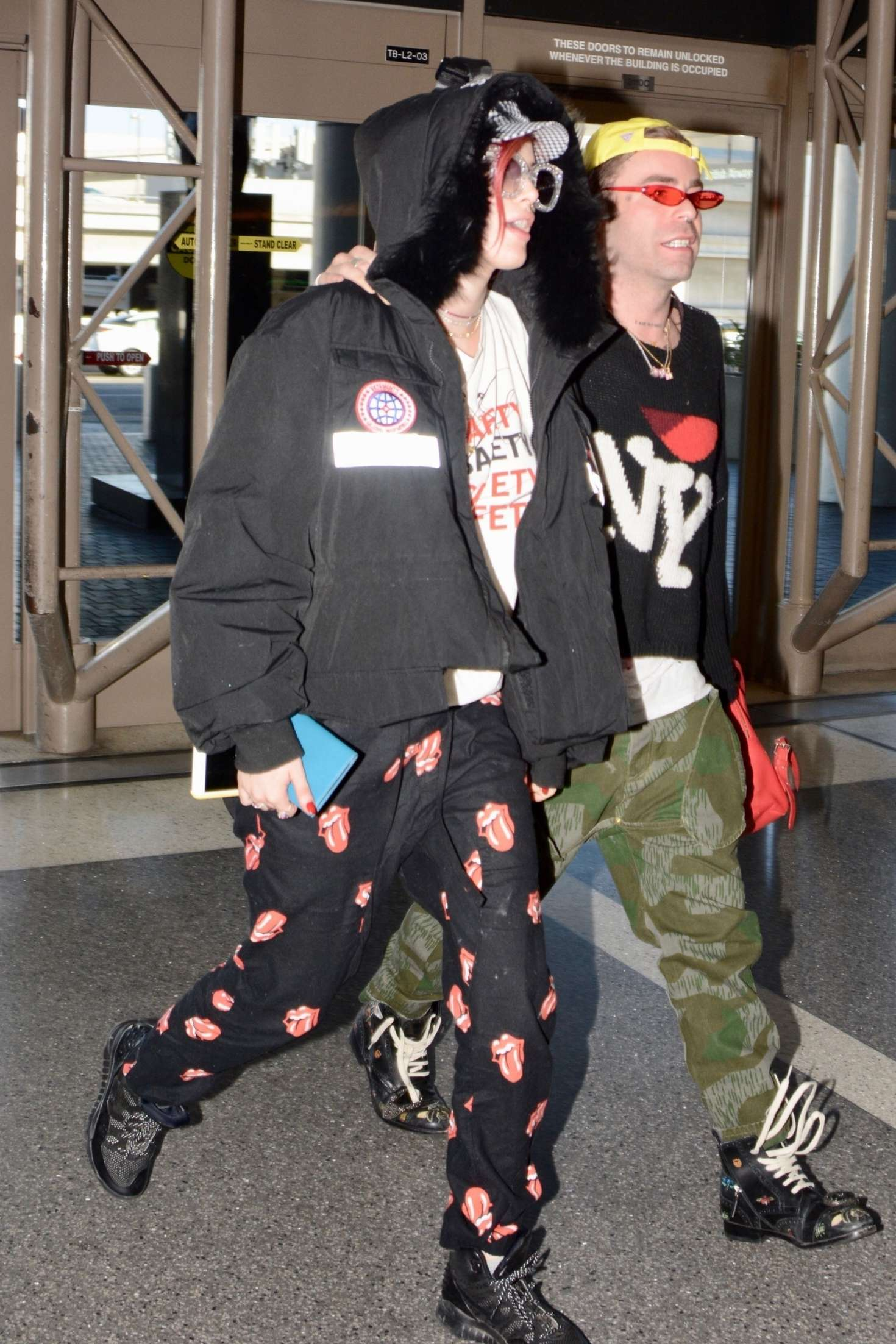 Bella Thorne 2018 : Bella Thorne and Mod Sun at LAX Airport -18