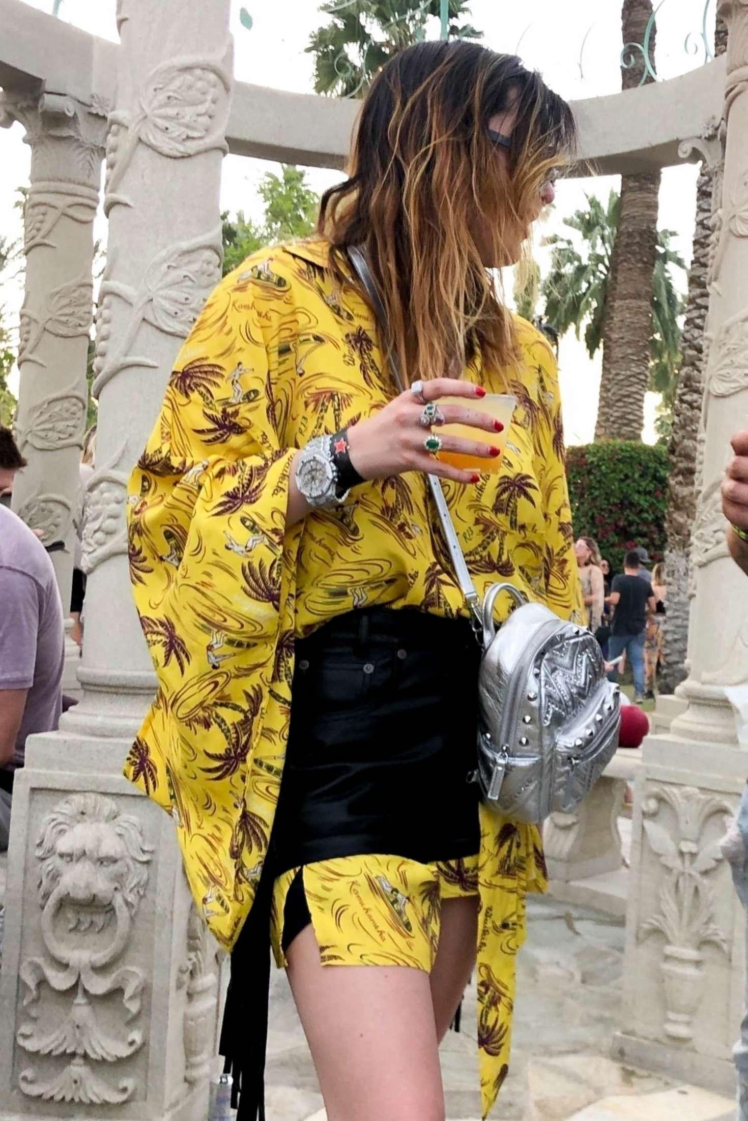 Bella Thorne 2019 : Bella Thorne at 2019 Coachella -14