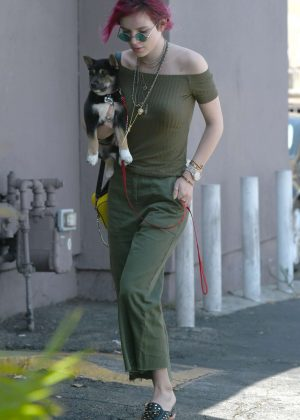 Bella Thorne - Goes to lunch with her sister Dani in Los Angeles