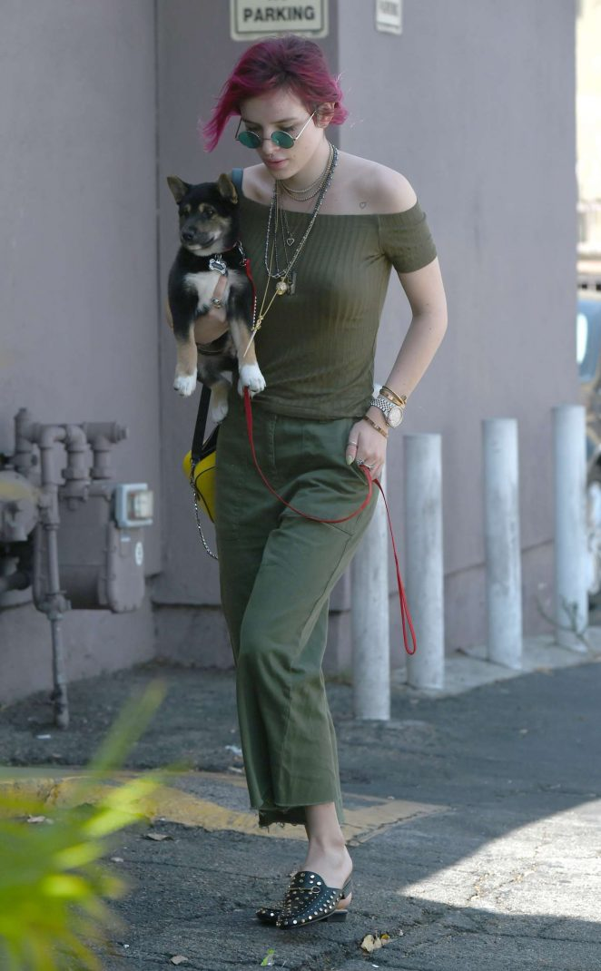 Bella Thorne – Goes to lunch with her sister Dani in Los Angeles