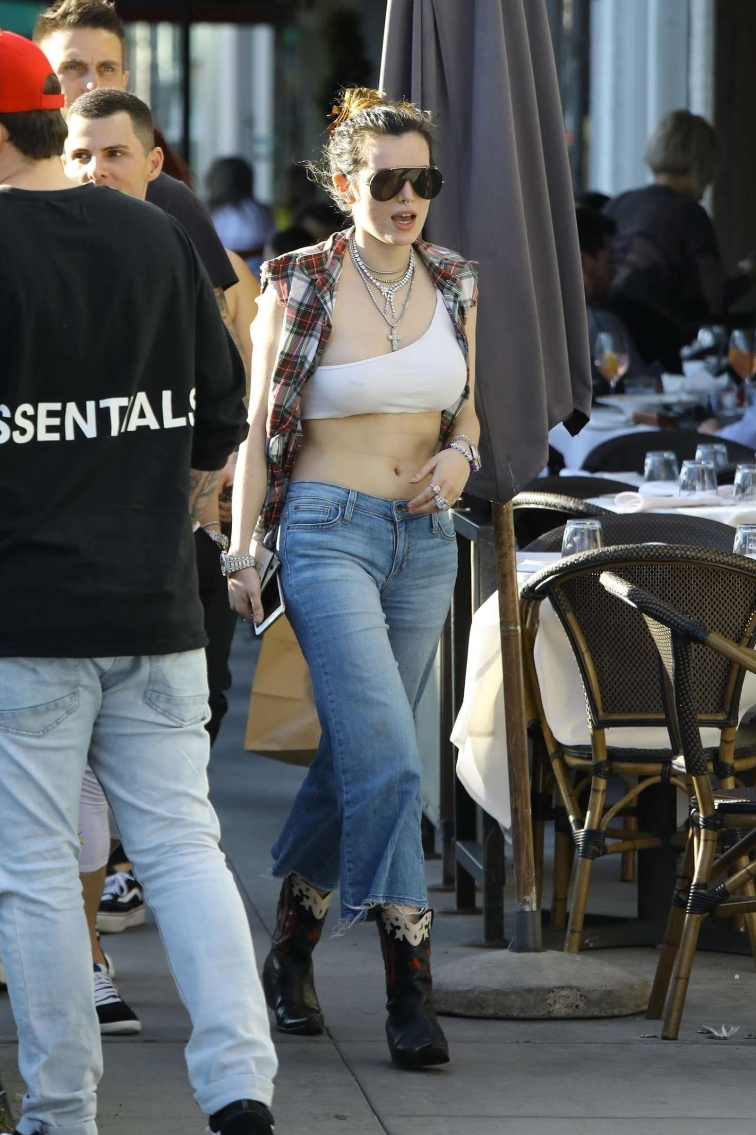 Bella Thorne 2019 : Bella Thorne: Grabbing lunch with friends in LA -07