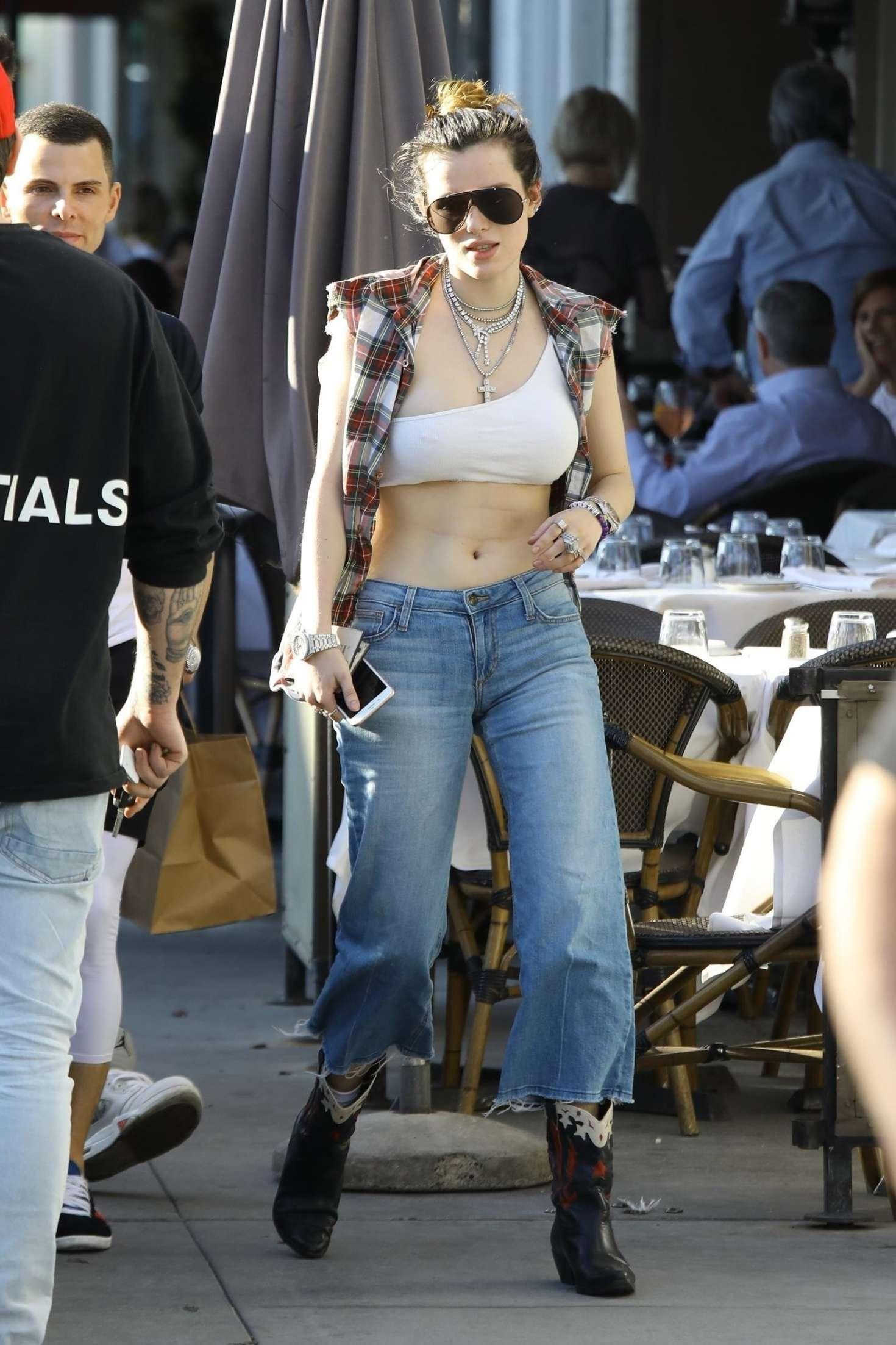 Bella Thorne 2019 : Bella Thorne: Grabbing lunch with friends in LA -11