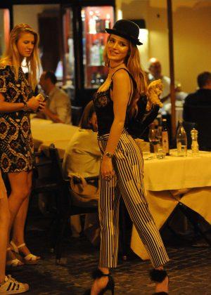 Bella Thorne: Having Dinner in Rome -10