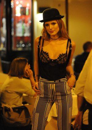 Bella Thorne: Having Dinner in Rome -24