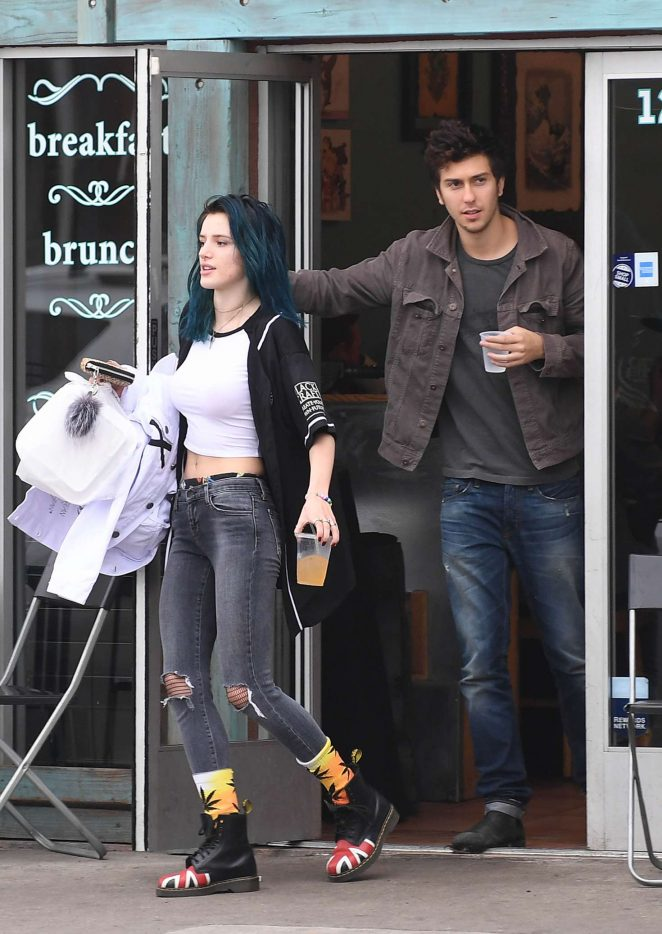 Bella Thorne: Having Lunch in Los Angeles -03