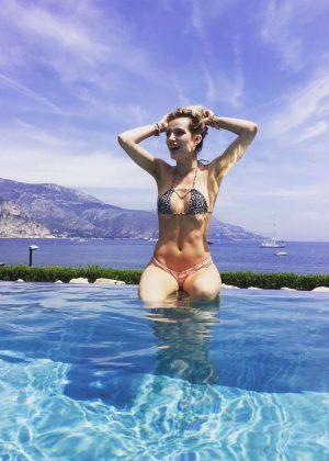 Bella Thorne in Bikini - Instagram