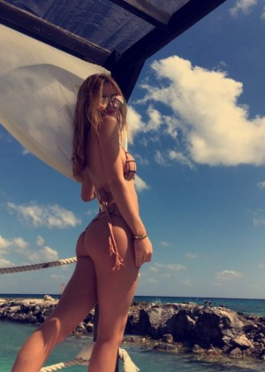 Bella Thorne in Bikini 2016 -05
