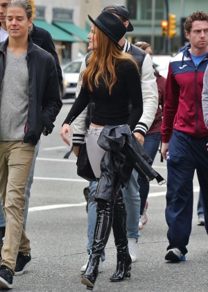 Bella Thorne Booty in White Jeans -06
