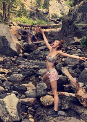 Bella Thorne - Instagram