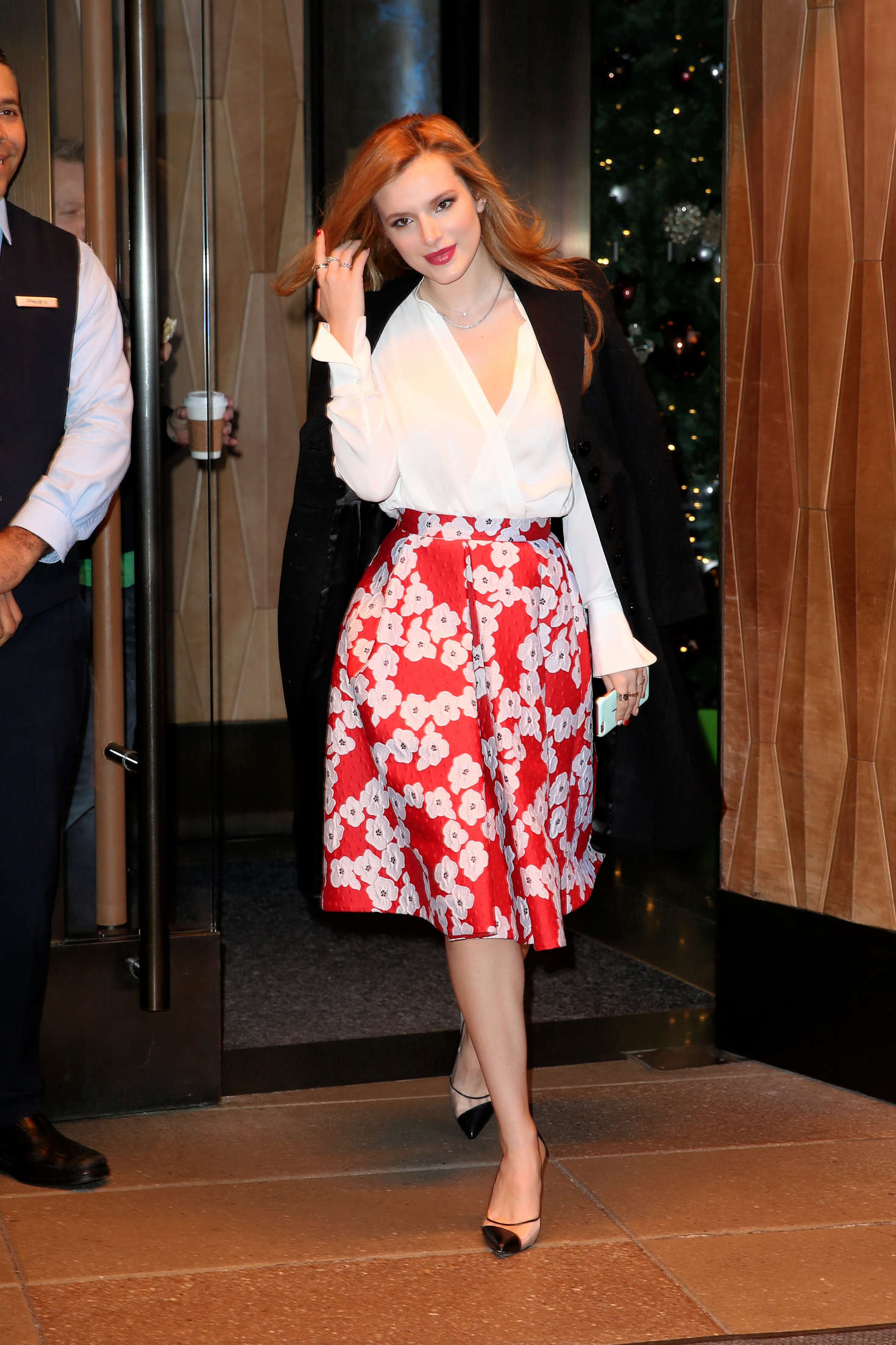 Bella Thorne 2016 : Bella Thorne: Leaving a party -34