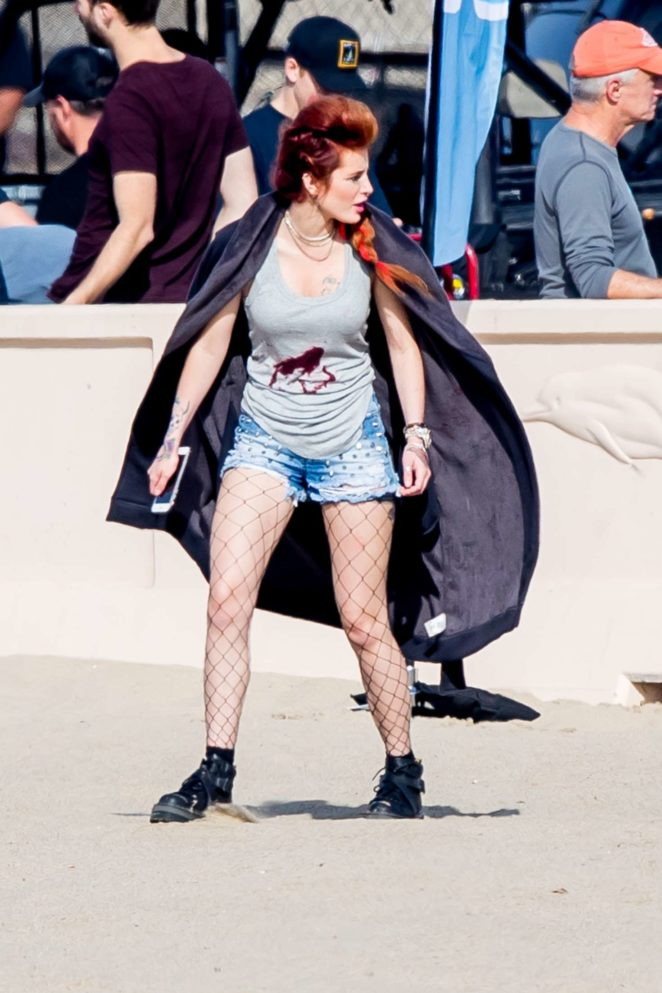 Bella Thorne - On the set of 'Famous in Love' in Malibu