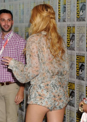 Bella Thorne - Scream Press Line at Comic Con in San Diego