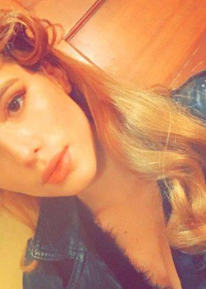 Bella Thorne: Social Media -04