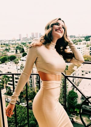 Bella Thorne: Social Media -25