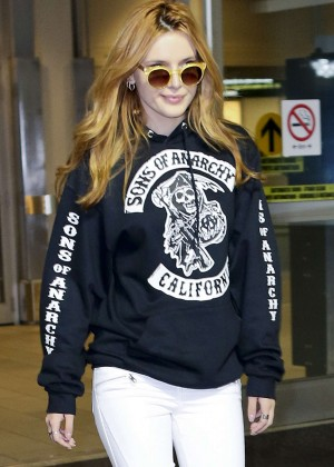 Bella Thorne - Vancouver International Airport