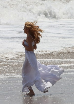 Bella Thorne in Bikini -19