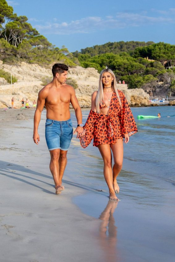 Belle Hassan with Anton Danyluk - Spotted on the beach