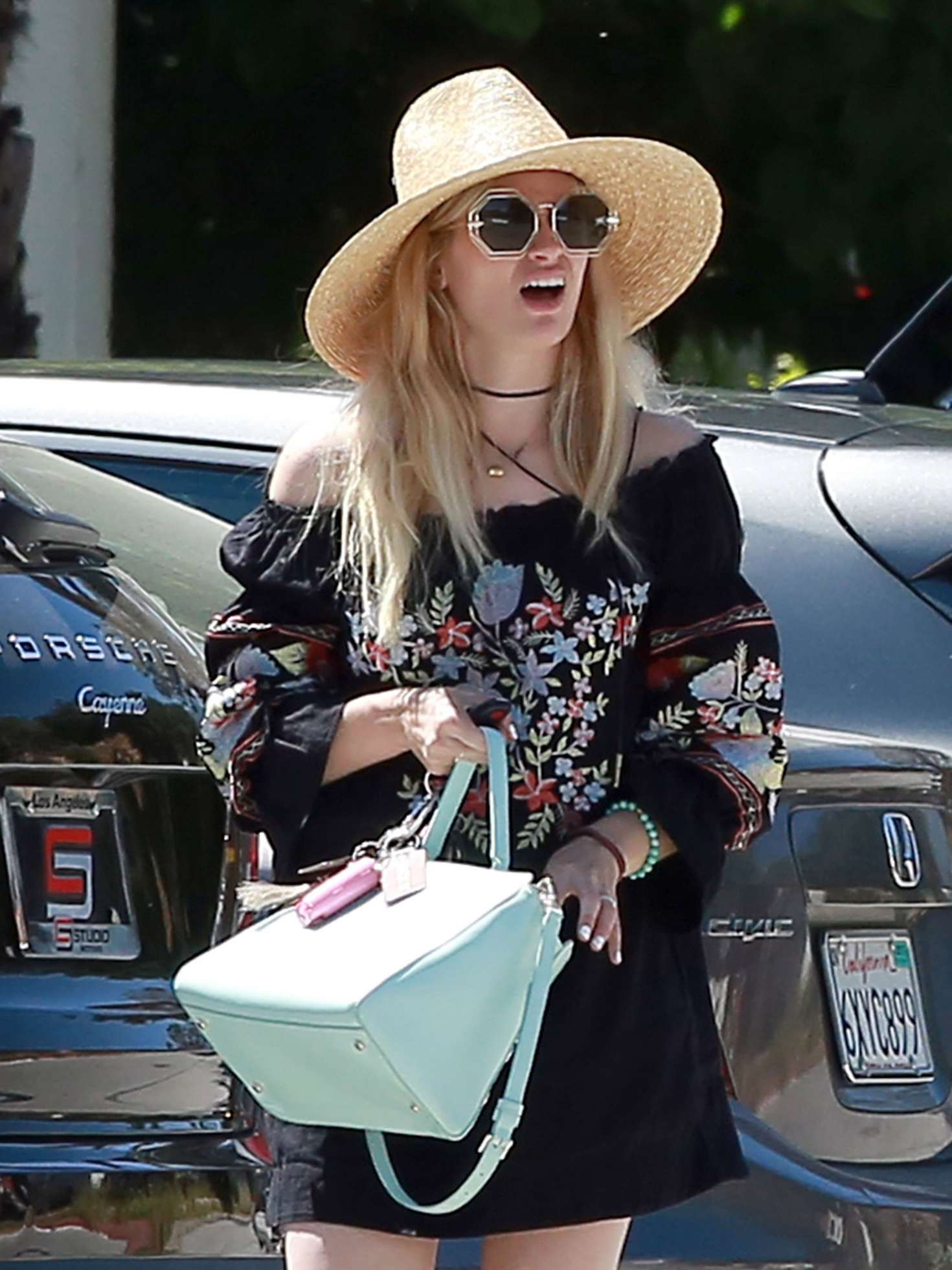 Beth Behrs out for lunch in Ojai