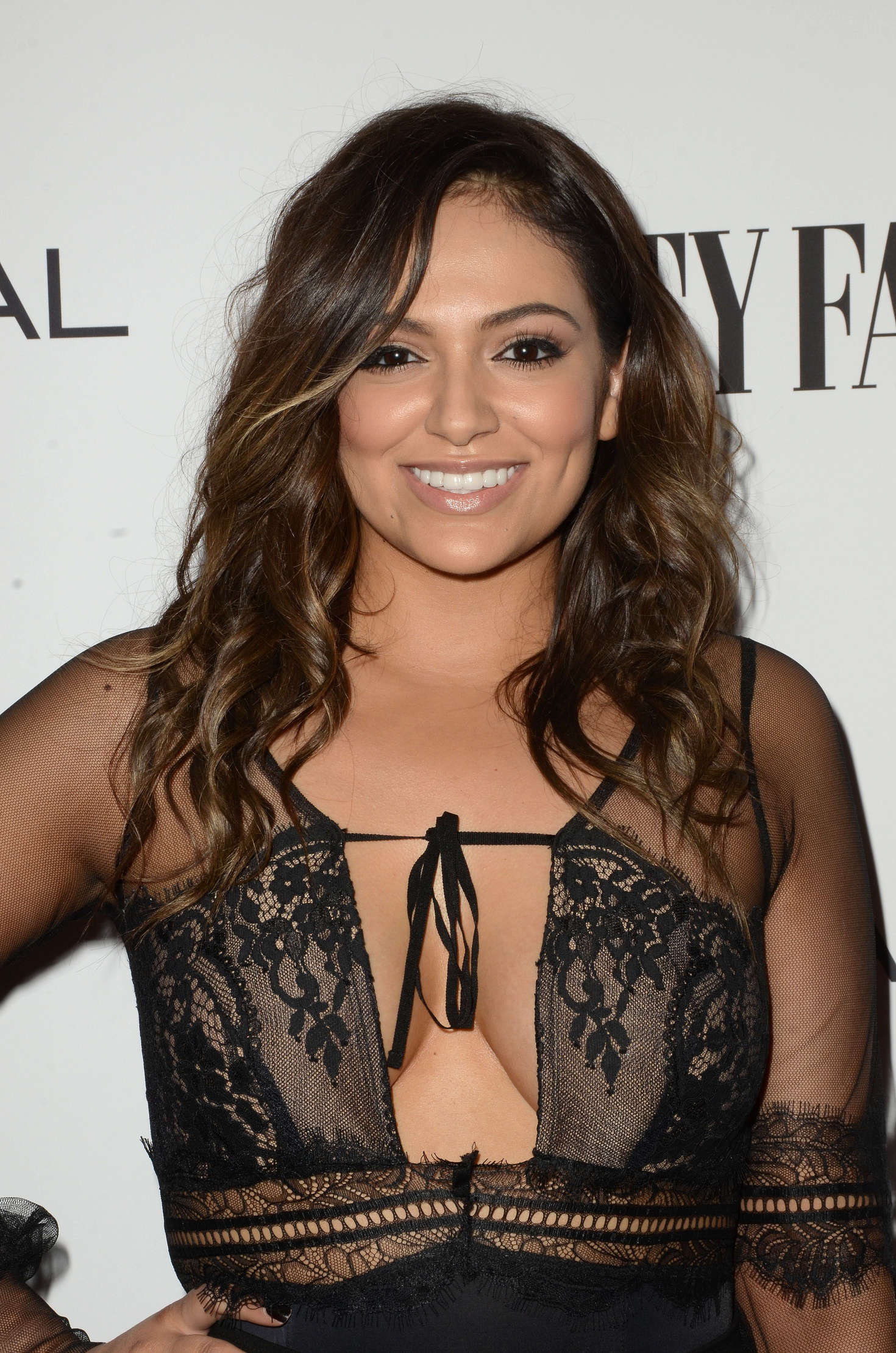 Bethany Mota Vanity Fair L Oreal Paris And Hailee Steinfeld Host Dj Night In West Hollywood