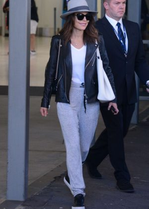 Bethenny Frankel - Arrives at the airport in Sydney