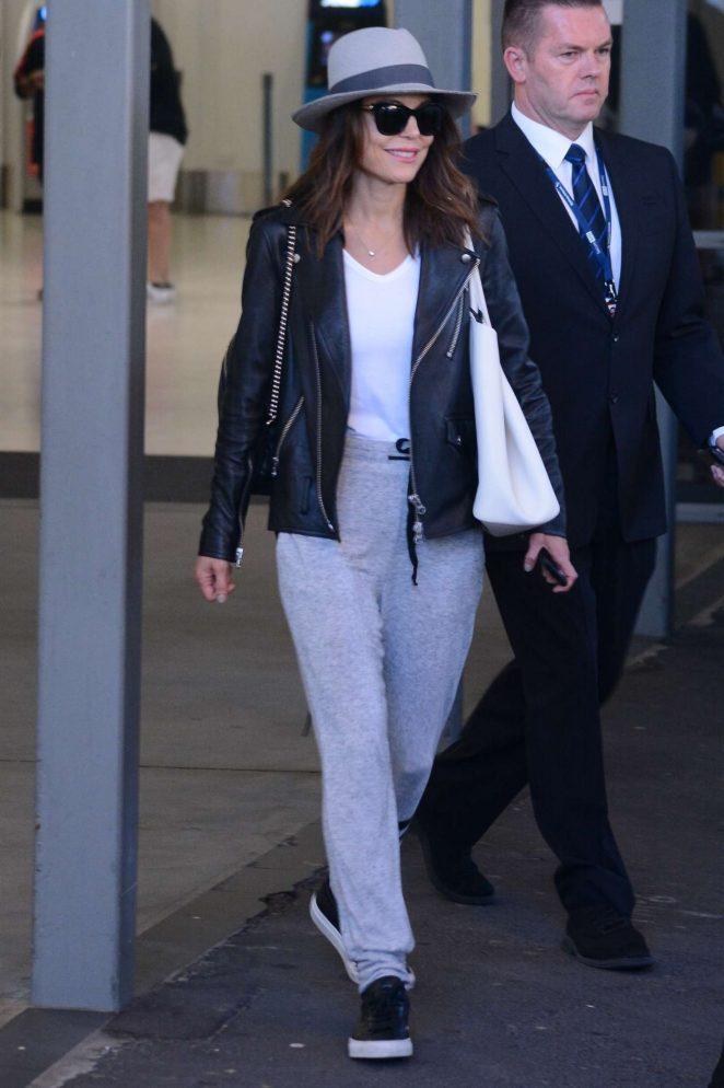 Bethenny Frankel - Arrives at the airport in Sydney