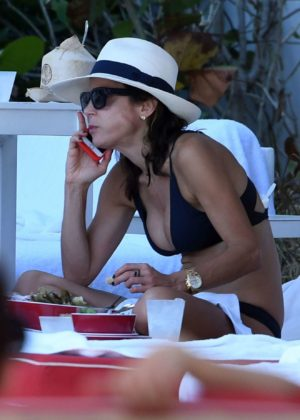 Bethenny Frankel - Bikini Candids By the Pool in Miami Beach