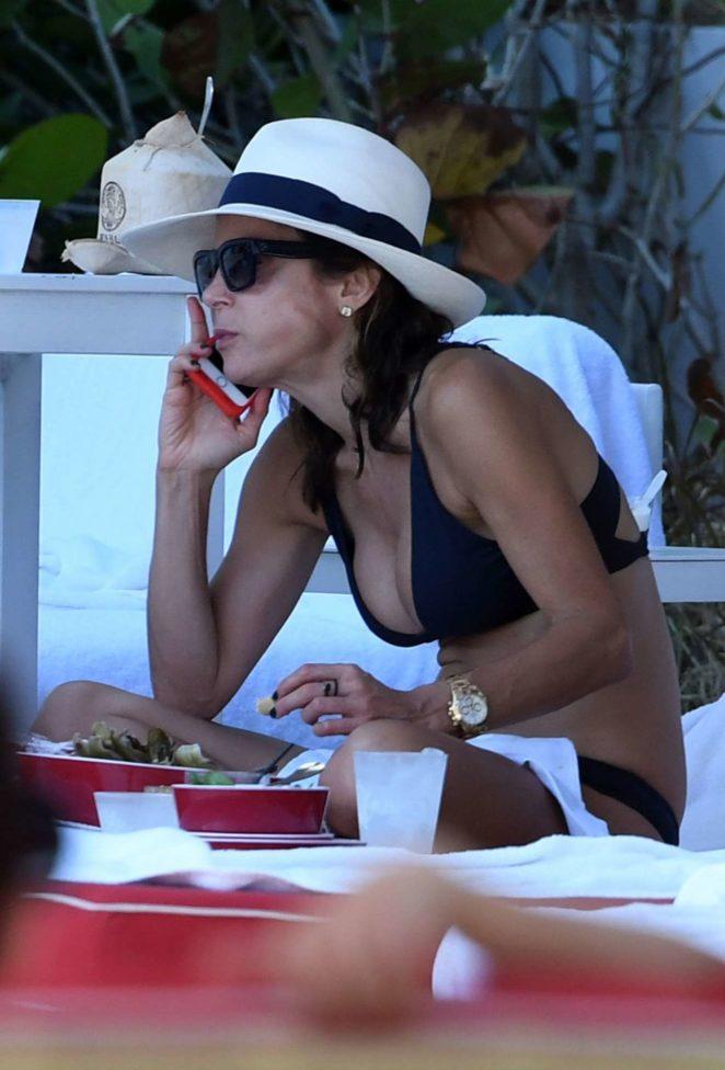 Bethenny Frankel - Bikini Candids By the Pool in Miami Beach