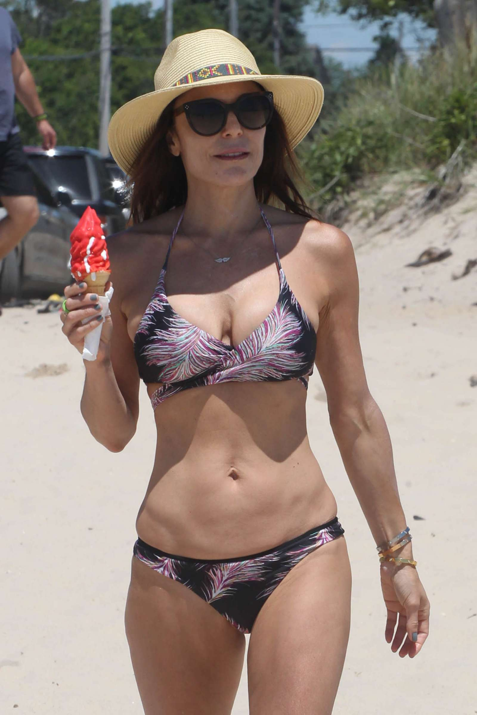 bethenny frankel in bikini at a beach in new york gotceleb. Black Bedroom Furniture Sets. Home Design Ideas