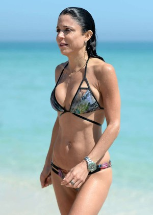 Bethenny Frankel in Bikini on the beach in Miami