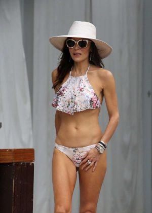 Bethenny Frankel in Bikini on the pool in Miami