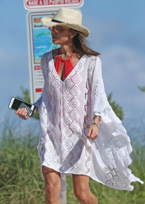 Bethenny Frankel on the beach in Miami